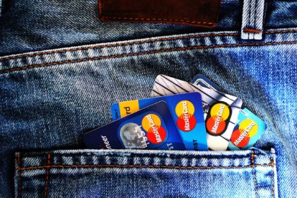 ¿Qué parte del sueldo destinan los jóvenes de media al alquiler?